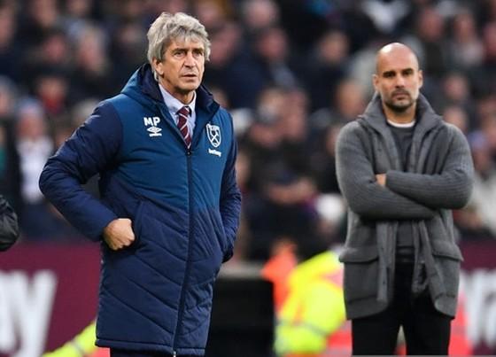 HLV Manuel Pellegrini muốn giúp người kế nhiệm Pep Guardiola. Ảnh: Getty Images