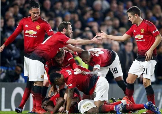 Pogba chuộc lỗi, Man.United đè bẹp Chelsea  ảnh 1