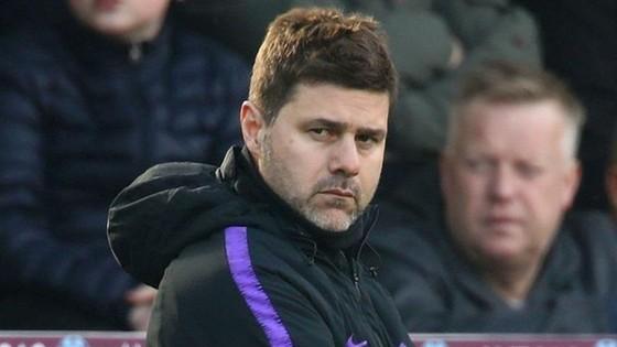 Mauricio Pochettino ngày càng thất vọng với thực tại của Tottenham. Ảnh: Getty Images