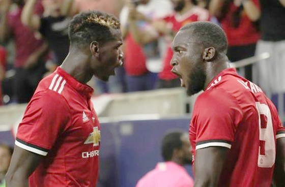 Romelu Lukaku (phải) và Paul Pogba đã nảy sinh bất đồng? Ảnh: dailypost