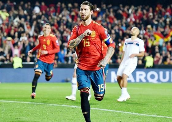 Sergio Ramos ghi bàn ấn định chiến thắng cho Tây Ban Nha. Ảnh: Getty Images