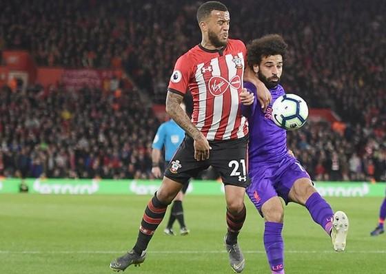 Salah ghi bàn thứ 50 và sự trở lại kịp lúc