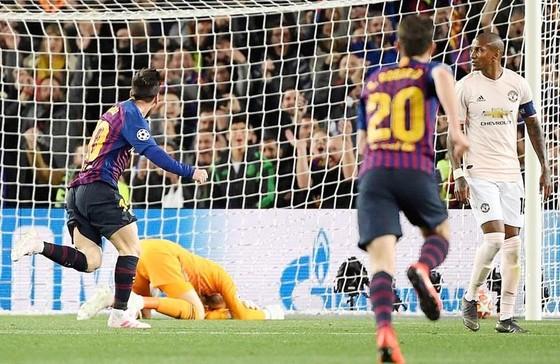 """Barca vùi dập Man.United và sự """"đặc biệt"""" của De Gea ảnh 1"""