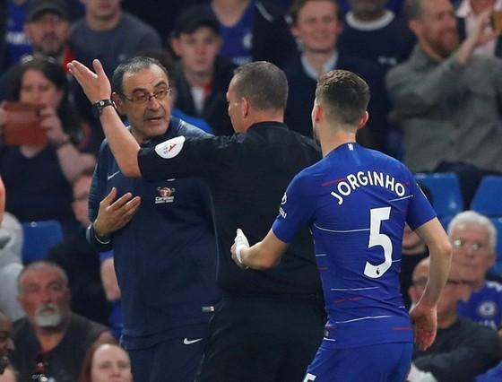 Lỡ vị trí thứ 3, Chelsea muốn kiện Burnley ảnh 1