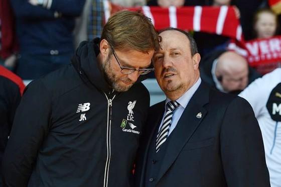 """Rafael Benitez (phải) liệu có """"căng"""" với Jurgen Klopp như đã hứa? Ảnh: Getty Images"""
