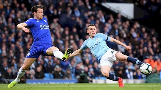 Harry Maguire (trái) giúp Leicester gây rất nhiều khó khăn cho Man.City ở mùa này. Ảnh: Getty Images