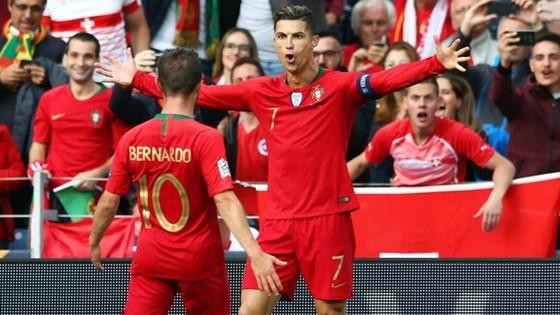 Cristiano Ronaldo khẳng định vị trí không thể thay thế ở tuyển Bồ Đào Nha. Ảnh: Getty Images