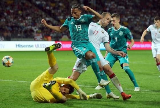 Leroy Sane (19) trong diện mạo mới đã tỏa sáng giúp tuyển Đức chiến thắng. Ảnh: Getty Images