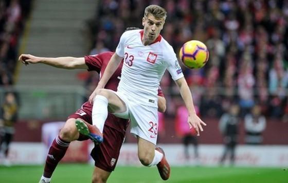 """Vòng loại EURO 2020: """"Bò tót"""" húc tung chướng ngại, """"Đại bàng trắng"""" bay cao ảnh 1"""