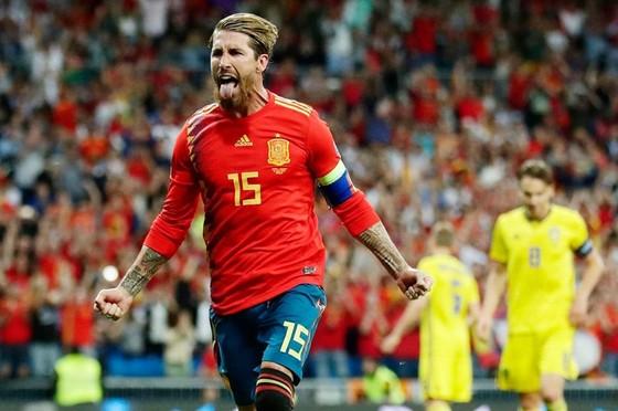 Sergio Ramos tiếp tục đà ghi bàn ấn tượng cùng La Roja. Ảnh: Getty Images