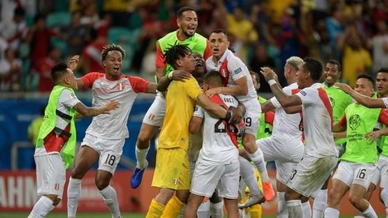 Uruguay bị loại số, c trong ngày tồi tệ của Suarez ảnh 1