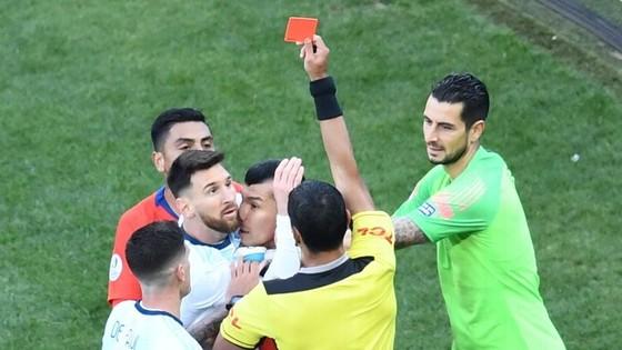 Tố trọng tài bị mua chuộc, Messi không màng hậu quả ảnh 1