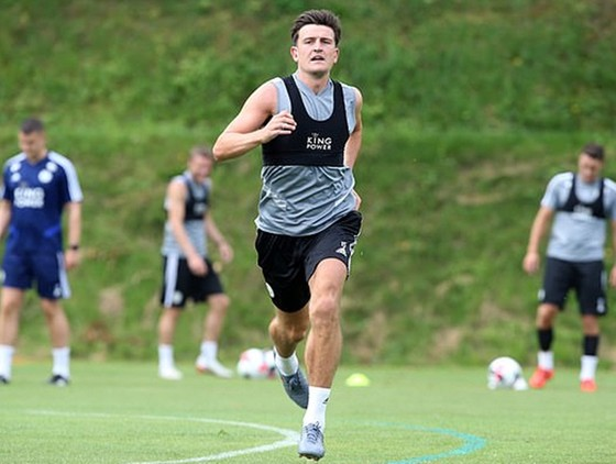 Harry Maguire tập luyện cùng Leicester trước khi chờ chuyển giao. Ảnh: Getty Images