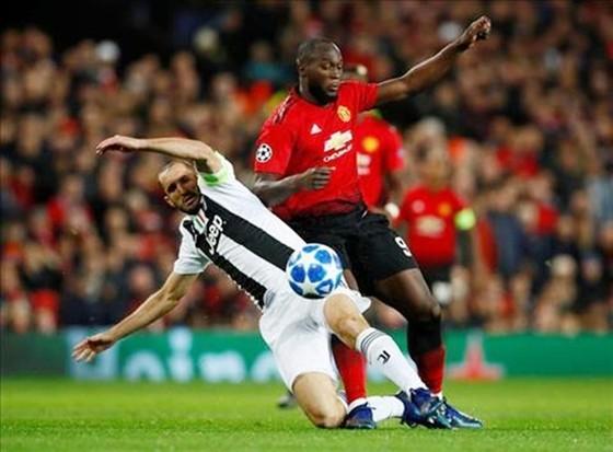Romelu Lukaku (phải) từng cùng Man.United đối đầu Juve ở Champions League mùa qua. Ảnh: Getty Images