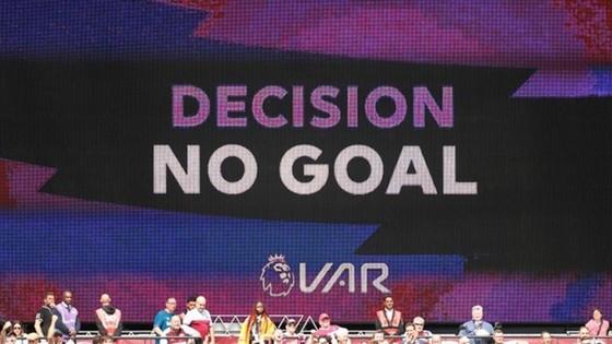 HLV Guardiola đã thích ứng với VAR  ảnh 1