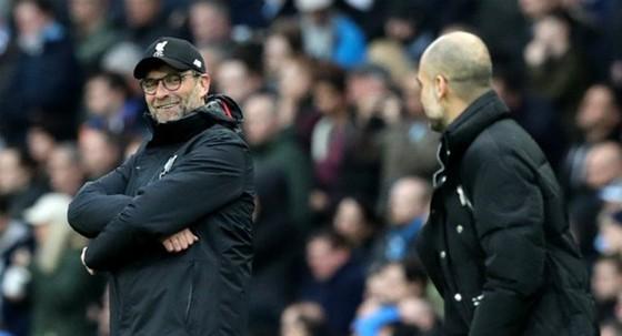 """HLV Jurgen Klopp chính thức khởi động """"cuộc chiếm tâm lý"""" với đồng nghiệp Pep Guardiola. Ảnh: Getty Images"""