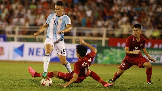 """U20 Argentina là """"thuốc thử"""" tuyệt vời cho hàng thủ Việt Nam trước khi bước vào World Cup.             Ảnh: Dũng Phương"""