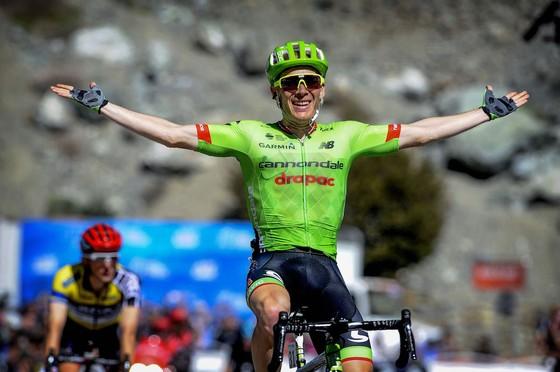 Fernando Gaviria ăn mừng chiến thắng chặng thứ 3.