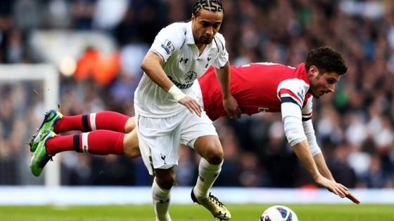 Ekotto trước trong màu áo Tottenham.