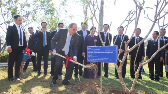 Bí thư Thành ủy TPHCM Nguyễn Thiện Nhân hội đàm với lãnh đạo tỉnh Savannakhet  ảnh 3
