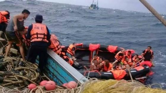 Hơn 50 du khách mất tích trong vụ lật tàu ở Thái Lan ảnh 1