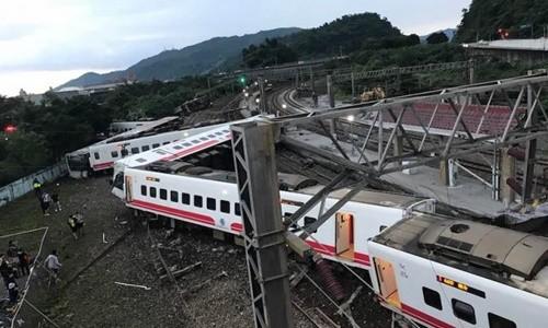 Hơn 200 người thương vong trong vụ tai nạn đường sắt ở Đài Loan (Trung Quốc) ảnh 1