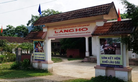 Trường Sơn - 10 năm trở lại - Bài 1: Ánh điện văn minh ở Làng Ho ảnh 1