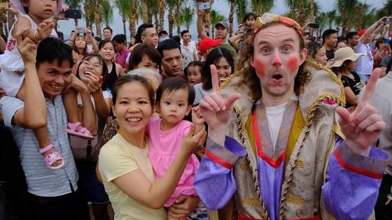 Diễu hành Carnaval tưng bừng bên bờ biển Bãi Cháy ảnh 5