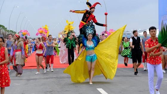 Diễu hành Carnaval tưng bừng bên bờ biển Bãi Cháy ảnh 8