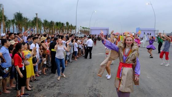 Diễu hành Carnaval tưng bừng bên bờ biển Bãi Cháy ảnh 6
