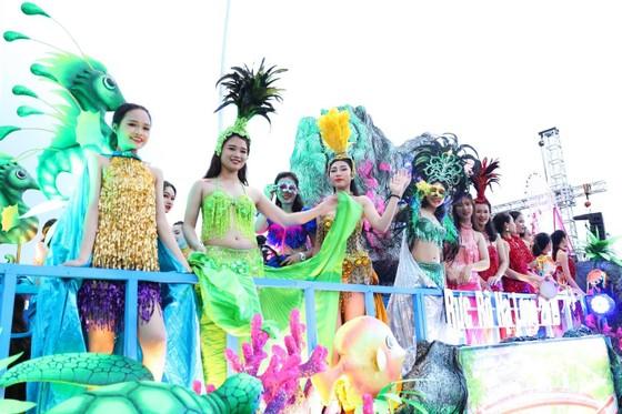 Diễu hành Carnaval tưng bừng bên bờ biển Bãi Cháy ảnh 3