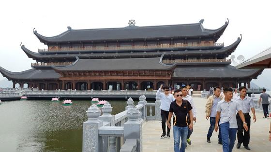 Huyên náo Tam Chúc - Bài 1: Dịch vụ ở ngôi chùa lớn nhất thế giới ảnh 4