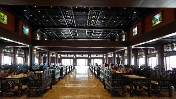 Huyên náo Tam Chúc - Bài 1: Dịch vụ ở ngôi chùa lớn nhất thế giới ảnh 6