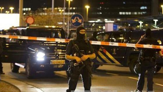 Nổ súng ở thủ đô Amsterdam, ít nhất 1 người đã thiệt mạng ảnh 2
