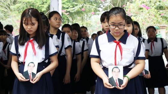 Đông đảo các tầng lớp nhân dân đưa tiễn nguyên Thủ tướng Phan Văn Khải ảnh 56