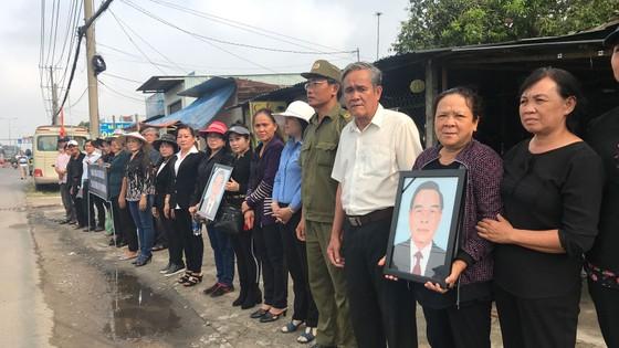 Đông đảo các tầng lớp nhân dân đưa tiễn nguyên Thủ tướng Phan Văn Khải ảnh 44