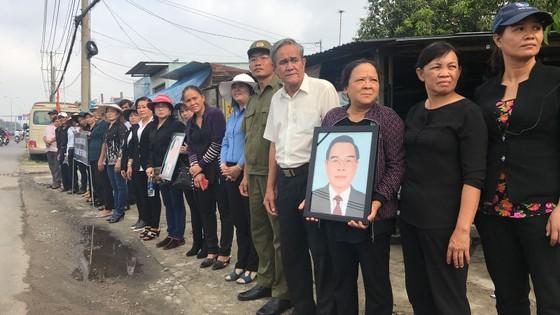 Đông đảo các tầng lớp nhân dân đưa tiễn nguyên Thủ tướng Phan Văn Khải ảnh 46