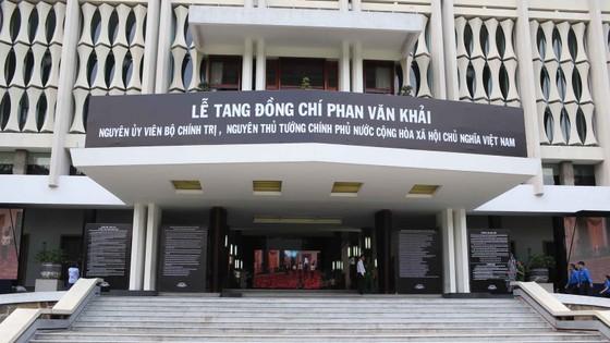 Đông đảo các tầng lớp nhân dân đưa tiễn nguyên Thủ tướng Phan Văn Khải ảnh 10