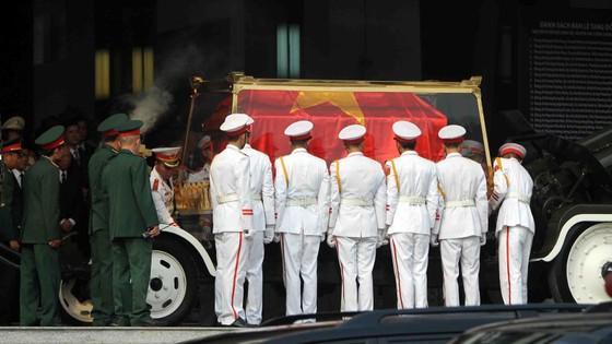 Đông đảo các tầng lớp nhân dân đưa tiễn nguyên Thủ tướng Phan Văn Khải ảnh 23