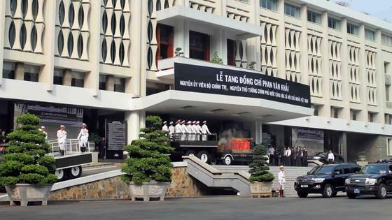 Đông đảo các tầng lớp nhân dân đưa tiễn nguyên Thủ tướng Phan Văn Khải ảnh 26