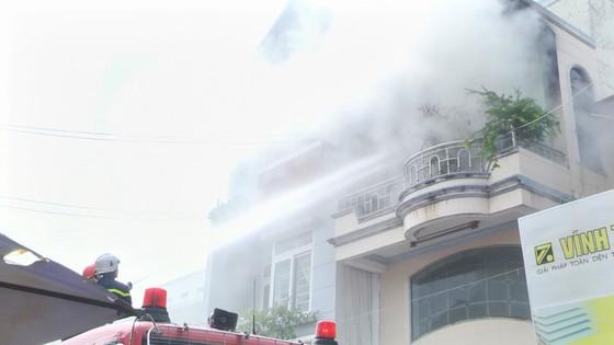 Cháy nhà 3 tầng ở trung tâm TP Phan Thiết, 4 người thoát nạn ảnh 1