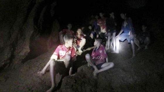 Thái Lan: Cần thêm thời gian để đưa đội bóng bị kẹt ra khỏi hang ảnh 1