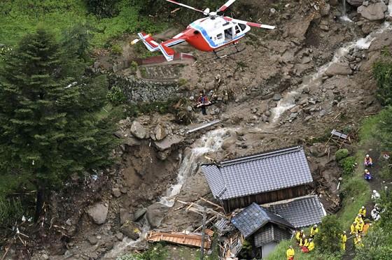 Hơn 100 người chết và mất tích trong đợt mưa lớn kỷ lục tại Nhật ảnh 17