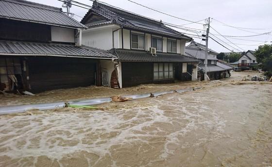 Hơn 100 người chết và mất tích trong đợt mưa lớn kỷ lục tại Nhật ảnh 19