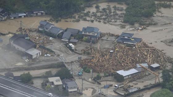 Hơn 100 người chết và mất tích trong đợt mưa lớn kỷ lục tại Nhật ảnh 26