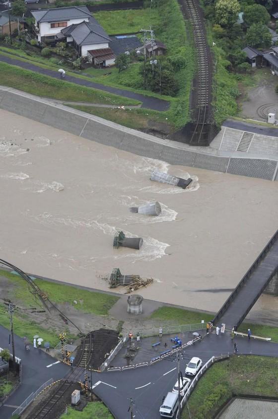 Hơn 100 người chết và mất tích trong đợt mưa lớn kỷ lục tại Nhật ảnh 27