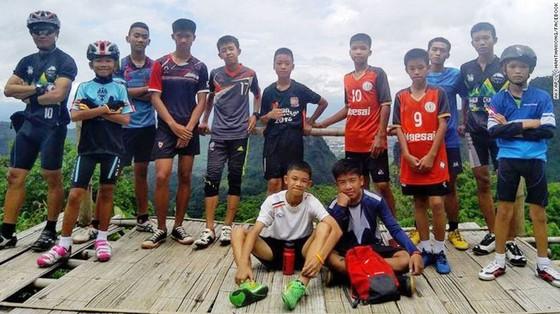 Huấn luyện viên đội bóng đã được đưa ra khỏi hang Tham Luang? ảnh 4
