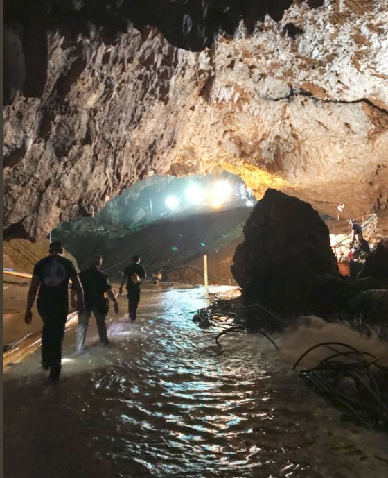 Tàu ngầm mini của tỷ phú Elon Musk đã sẵn sàng giải cứu đội bóng mắc kẹt trong hang Tham Luang ảnh 3