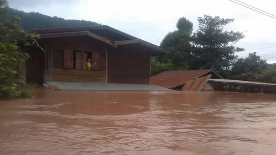 Người dân khu vực hạ lưu được thông báo sơ tán trước khi xảy ra sự cố vỡ đập thủy điện Sepien Senamnoi? ảnh 15