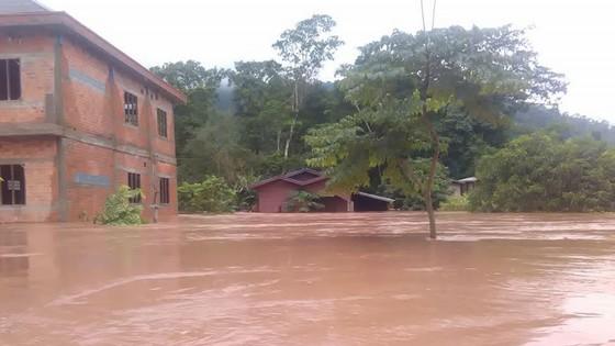 Người dân khu vực hạ lưu được thông báo sơ tán trước khi xảy ra sự cố vỡ đập thủy điện Sepien Senamnoi? ảnh 7